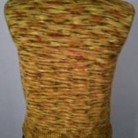 Gestrickter Pullunder aus handgefärbter Sockenwolle Bild 2