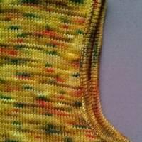 Gestrickter Pullunder aus handgefärbter Sockenwolle Bild 5