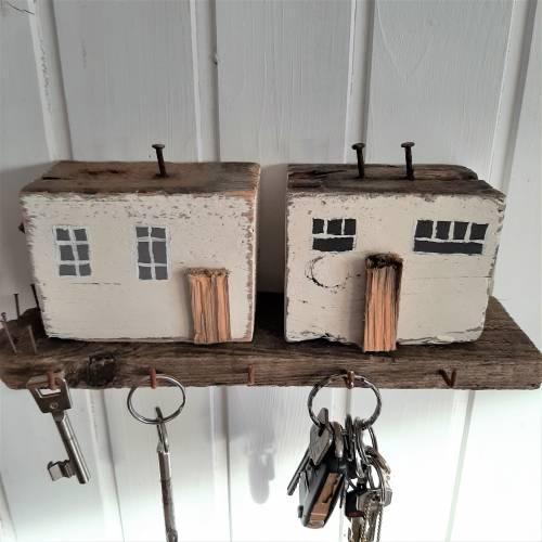 Schlüsselbrett mit Strandhäuser aus Altholz