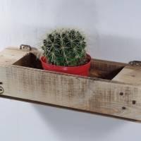 Regal aus Palettenholz als Blumenregal, Holzregal, Wohndeko,  oder für Badutensilien, Palettenholzregal, Küchenregal für Bild 4