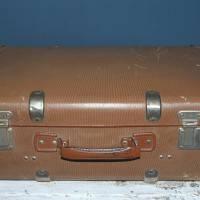 kleiner alter Reisekoffer mit Metallbeschlägen Bild 1