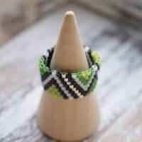 Perlenring Grün-Schwarz-Weiß  Bild 2
