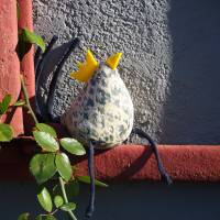 Huhn, Dekohuhn, Osterhuhn gelb blau gemustert Bild 3