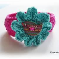 Gehäkeltes Armband mit Vogel in Wiesenblume - Häkelblume,modisch,trendy,hippie,boho,fuchsia,jade Bild 3