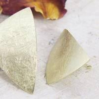 Ohrstecker Gold 585/-, großes ungleiches Dreieck, mattgekratzt Bild 4