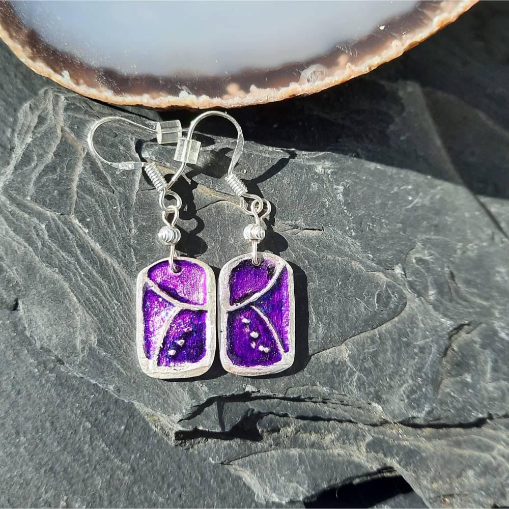 Ohrhänger mit schönem Muster aus 999 Silber, violett patiniert Bild 1