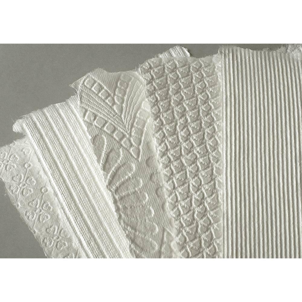 5 Blatt handgeschöpftes Prägepapier, ca. 15 cm x 21 cm, cremeweiß, Büttenpapier mit Prägestruktur, Strukturpapier Bild 1