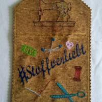 "Wunscherfüller Bogen-Rechteck ""#Stoffverliebt"", 13cm x 20cm, Kork Bild 1"