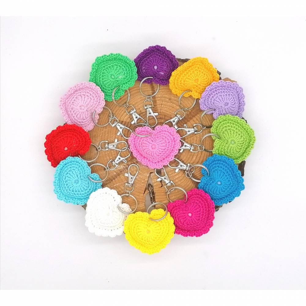 Schlüsselanhänger Herz gehäkelt Valentinstag, Geburtstag oder als Gastgeschenk Bild 1