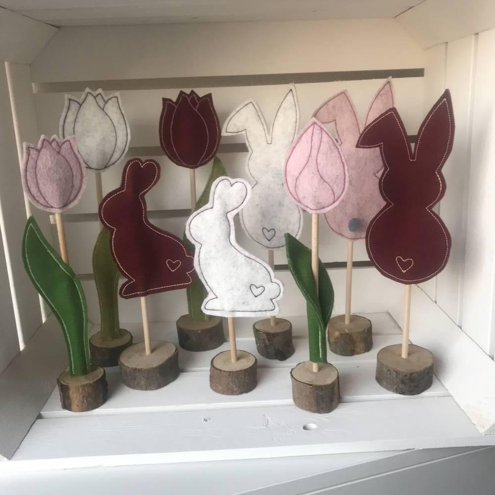 2 er Set Tulpe/Häschen auf Standfuß - Frühjahrsdekoration - Tulpe/Häschen - 100 % Wollfilz Bild 1