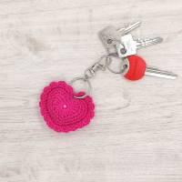 Schlüsselanhänger Herz gehäkelt Valentinstag, Geburtstag oder als Gastgeschenk Bild 3