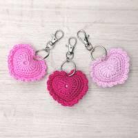 Schlüsselanhänger Herz gehäkelt Valentinstag, Geburtstag oder als Gastgeschenk Bild 7