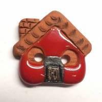 Handgearbeiteter Keramikknopf, ein kleines rotes Haus. Jeder Knopf ein Unikat. Ca. 2,5cm groß. Bild 1