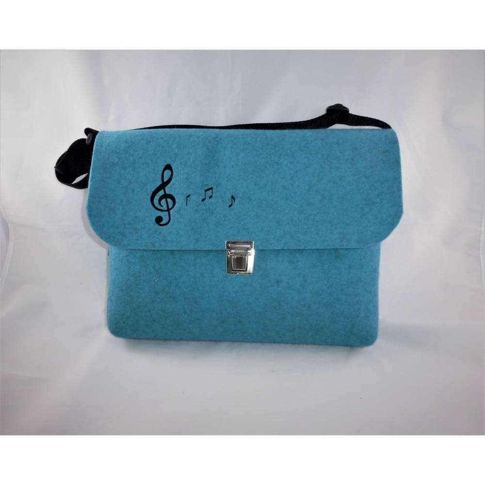 Musikschultasche türkis bestickt mit Noten, Kindertasche, aus Wollfilz, zum Umhängen, handgemacht von Dieda Bild 1