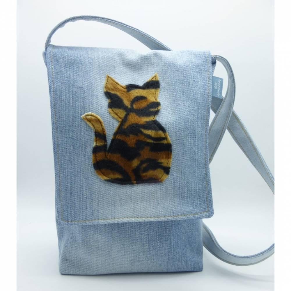 Jeanstasche 'Tigerkatze', Upcycling-Unikat von hessmade Bild 1