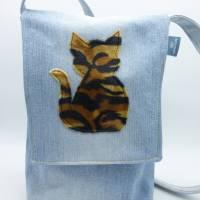 Jeanstasche 'Tigerkatze', Upcycling-Unikat von hessmade Bild 4