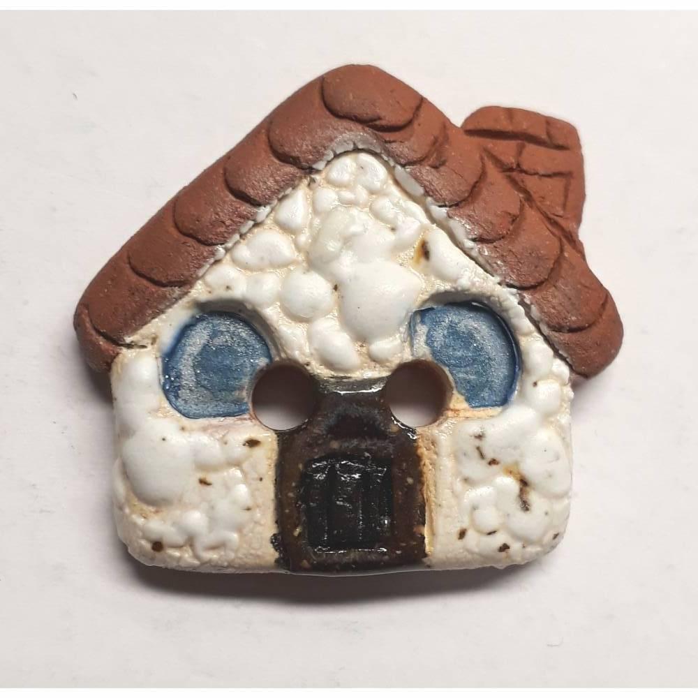 Handgearbeiteter Keramikknopf, ein kleines weißes Haus. Jeder Knopf ein Unikat. Ca. 2,5cm groß. Bild 1