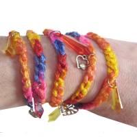 Textilarmband Wickelarmband *Herzen und Kristall* Häkelschmuck für den Sommer mit silberfarbenen Charm Anhängern Bild 1
