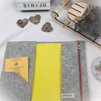 Elefantenliebe , personalisierte U-Heft-Hülle aus Wollfilz  | Schutzhülle mit Namen | Geschenk zur Geburt  Bild 2