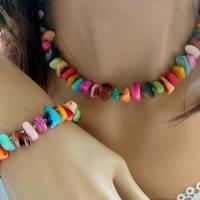 Set Halskette und Armband aus bunten Muschelsplittern Bild 1