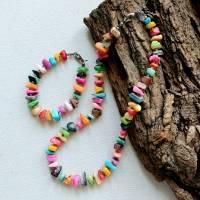 Set Halskette und Armband aus bunten Muschelsplittern Bild 2
