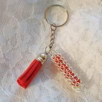 Schlüsselanhänger Silberner Anhänger mit roten 8mm Edelstein-Perlen und roter Quaste Bild 1