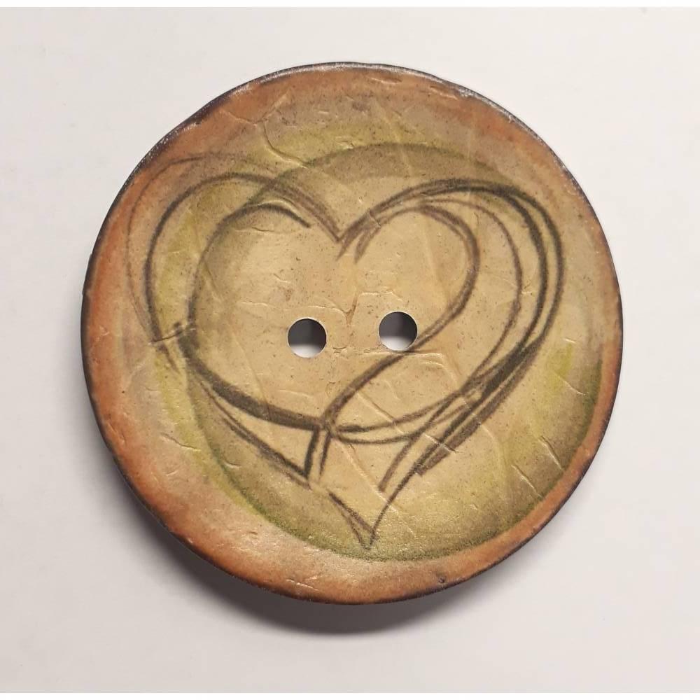 Naturknopf!  Wunderschöner Knopf aus Kokos mit aufgedrucktem Herzmotiv in dezenten Farben der Natur, ca 4cm groß Bild 1