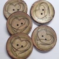 Naturknopf!  Wunderschöner Knopf aus Kokos mit aufgedrucktem Herzmotiv in dezenten Farben der Natur, ca 4cm groß Bild 2