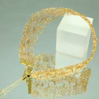 Goldspitze - Choker in gold - gehäkelt im Muschelmuster aus 24ct vergoldetem Draht - bcd manufaktur Bild 6