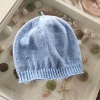 Damenmütze handgestrickt mit eingestrickten Perlen, hellblau Bild 1
