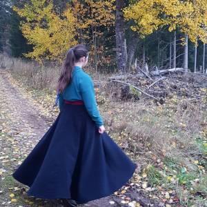 Reitrock dunkelblau Wolle, Wickelrock nachtblau, Pferd und Reiter Herbst, reiten im Winter, langer Rock Fotoshooting Bild 1