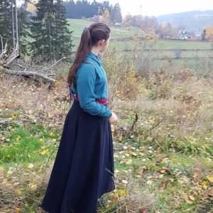 Reitrock dunkelblau Wolle, Wickelrock nachtblau, Pferd und Reiter Herbst, reiten im Winter, langer Rock Fotoshooting Bild 3