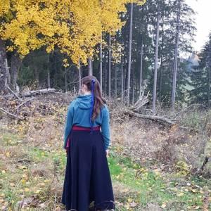 Reitrock dunkelblau Wolle, Wickelrock nachtblau, Pferd und Reiter Herbst, reiten im Winter, langer Rock Fotoshooting Bild 4