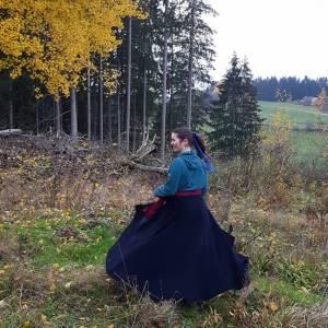 Reitrock dunkelblau Wolle, Wickelrock nachtblau, Pferd und Reiter Herbst, reiten im Winter, langer Rock Fotoshooting Bild 6