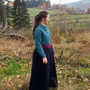 Reitrock dunkelblau Wolle, Wickelrock nachtblau, Pferd und Reiter Herbst, reiten im Winter, langer Rock Fotoshooting Bild 7