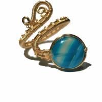 Ring mit Achat blau grau gestreift handgewebt in goldfarben verstellbar Paisley boho Bild 1
