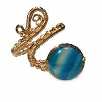 Ring mit Achat blau grau gestreift handgewebt in goldfarben verstellbar Paisley boho Bild 2