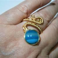 Ring mit Achat blau grau gestreift handgewebt in goldfarben verstellbar Paisley boho Bild 4
