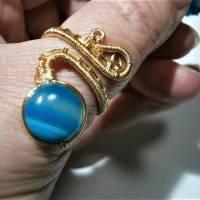 Ring mit Achat blau grau gestreift handgewebt in goldfarben verstellbar Paisley boho Bild 5