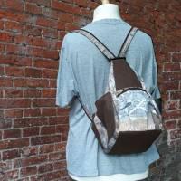 Rucksack oder Tasche?! Beides! Wandelbare Rucksacktasche in Holzoptik Bild 4
