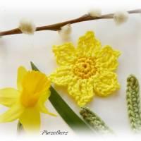 6-teiliges Häkelset: 2 Narzissen mit Blättern - Häkelapplikation,Aufnäher,Tischdeko,Ostern,Frühling,gelb Bild 3