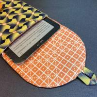 E-Reader-Tasche mit handgearbeitetem Posamentenknopf Bild 2