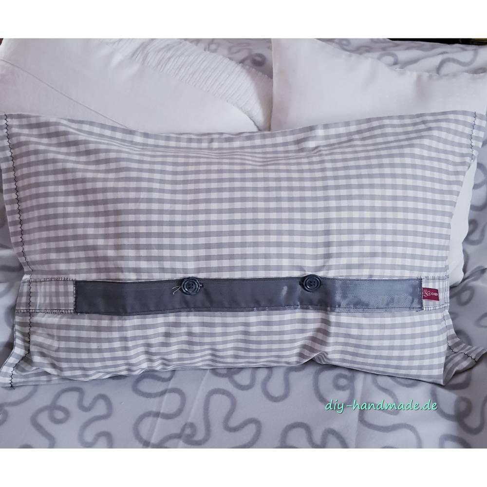 Kissen 65 x 40 cm mit dekorativ eingesetzter Knopfleiste, Kissenbezug grau weiß kariert, Unikat Bild 1