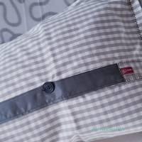 Kissen 65 x 40 cm mit dekorativ eingesetzter Knopfleiste, Kissenbezug grau weiß kariert, Unikat Bild 3