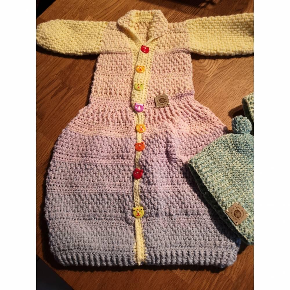 Babyjäckchen mit Fußsack incl. 2 farblich passende Mützen Bild 1
