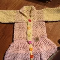 Babyjäckchen mit Fußsack incl. 2 farblich passende Mützen Bild 2