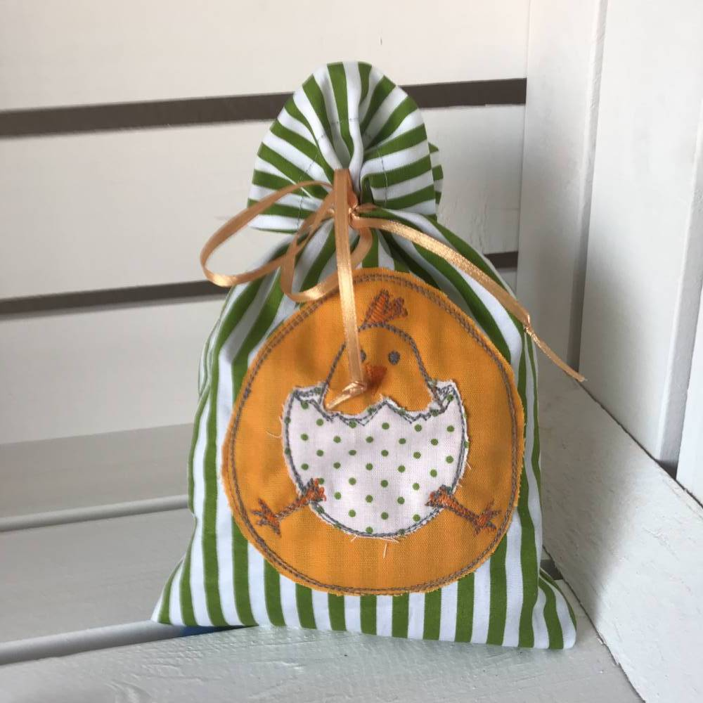 Osterbeutel * Geschenkverpackung * Ostersäckchen * Wiederverwendbare Osterverpackung * grün/weißes Säckchen mit aufgesti Bild 1