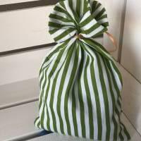 Osterbeutel * Geschenkverpackung * Ostersäckchen * Wiederverwendbare Osterverpackung * grün/weißes Säckchen mit aufgesti Bild 4