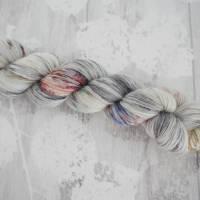 Wolle Hand gefärbt 4-fach Grau Rot 70% Wolle 30% Alpaka Bild 1