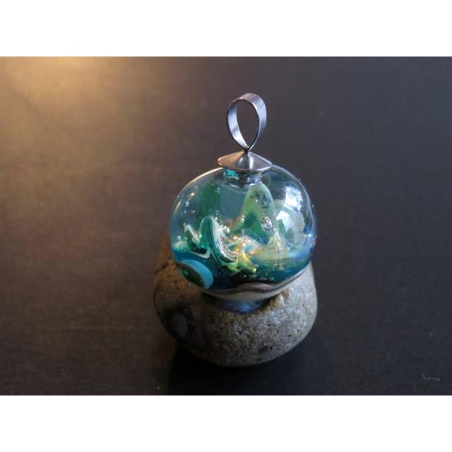 Mystischer Spaziergang im Elfenland - Handgefertigte Glaskugel als Anhänger Bild 1